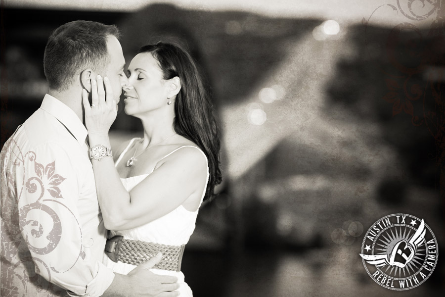 Engagement pictures at the 360 Pennybacker Bridge