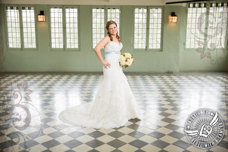 Beautiful bridal portraits at Laguna Gloria