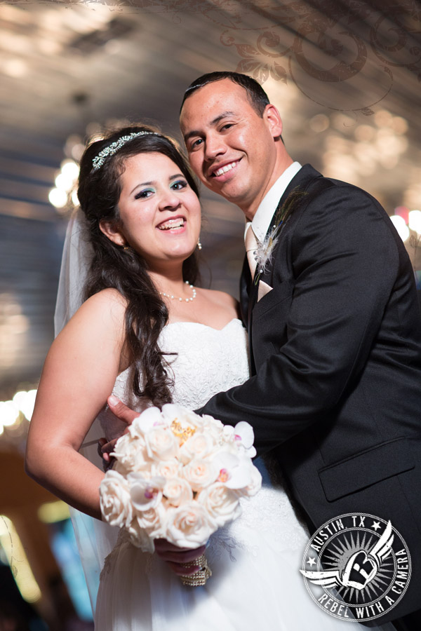 Beautiful wedding pictures at the Creekside in Driftwood, Texas.