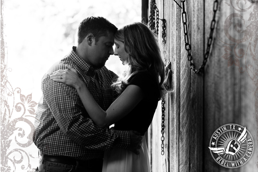 Fun rustic engagement pictures in Austin