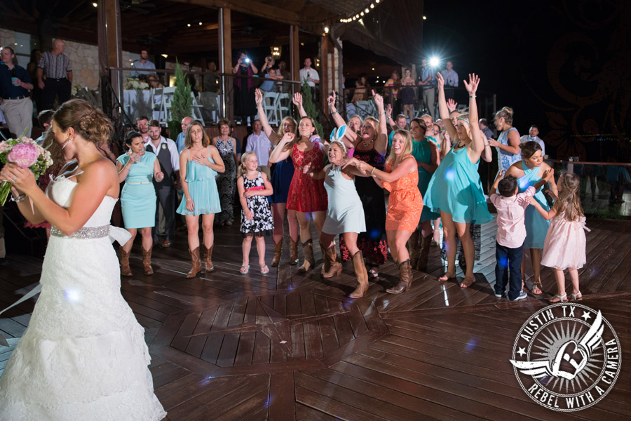 Bouquet toss at Nature's Point
