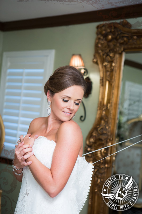 Beautiful bride in the bride's room at Nature's Point
