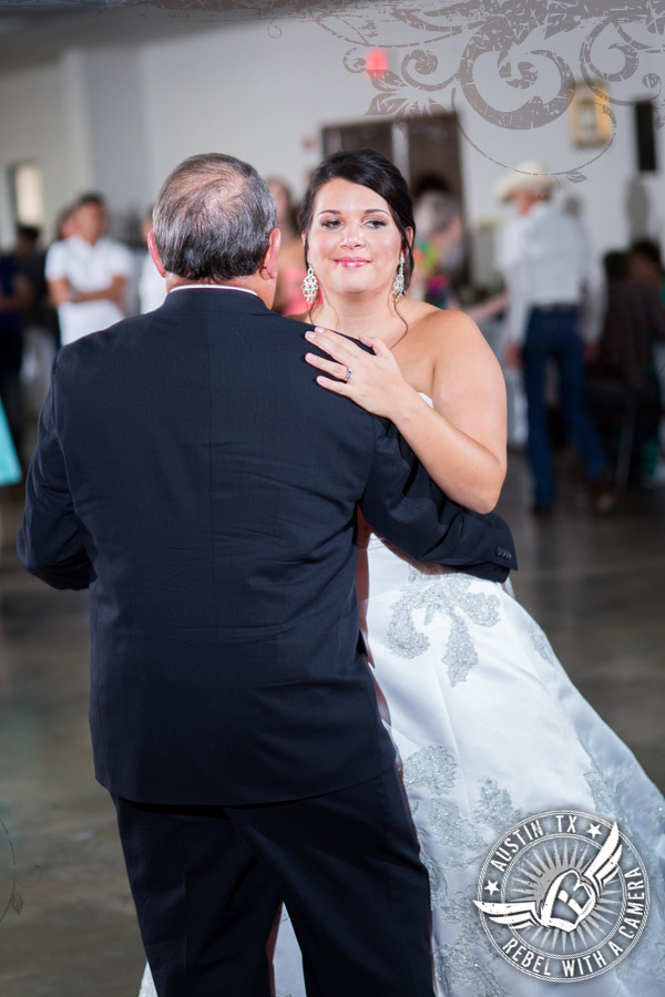 country-wedding-pictures-in-bastrop-texas (18)