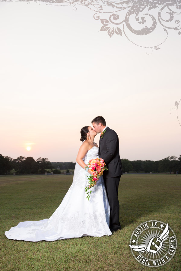 country-wedding-pictures-in-bastrop-texas (2)