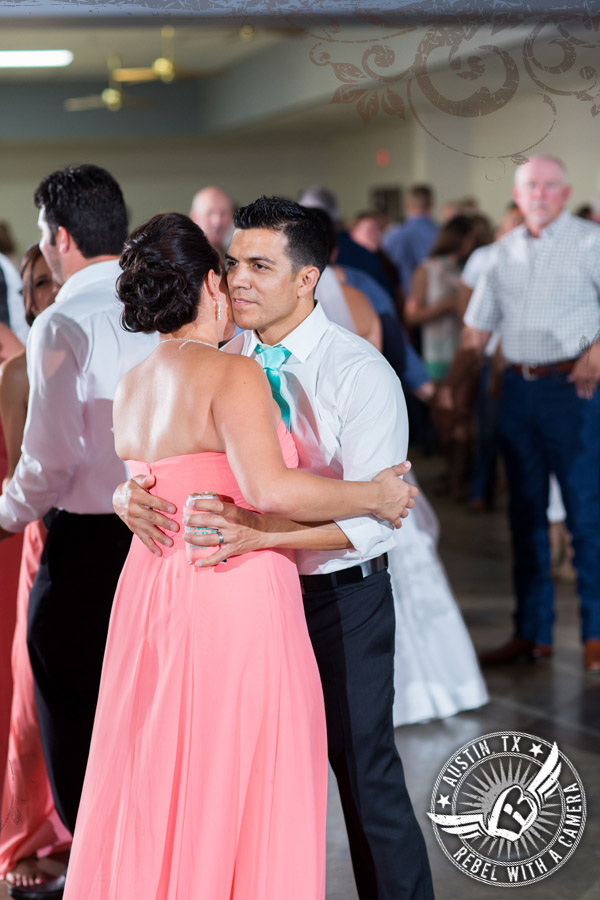country-wedding-pictures-in-bastrop-texas (22)