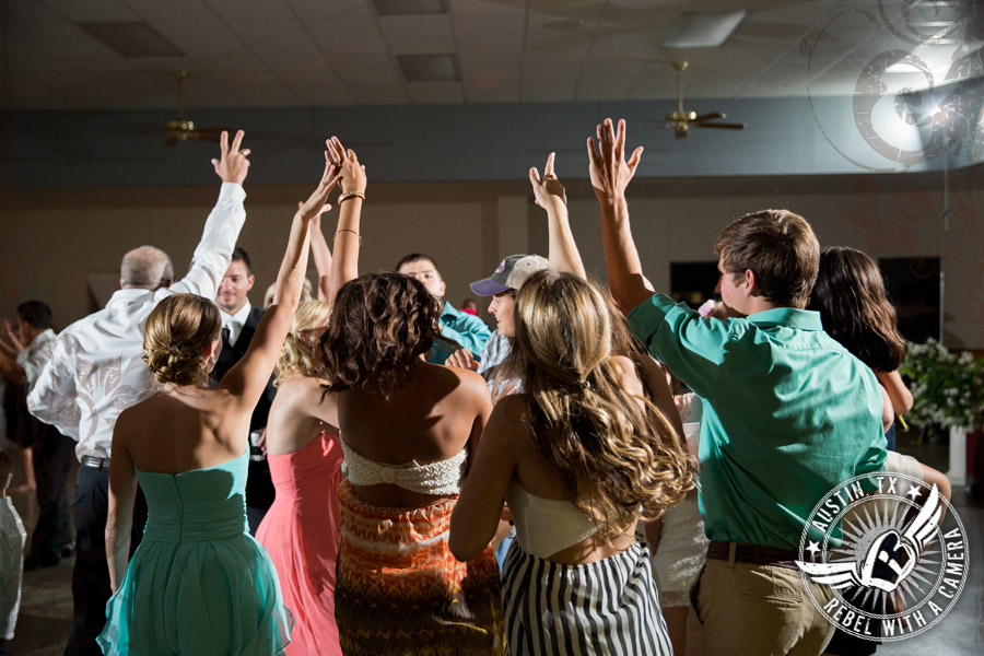 country-wedding-pictures-in-bastrop-texas (24)