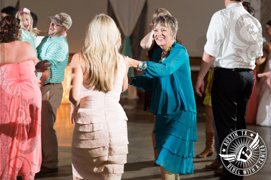 country-wedding-pictures-in-bastrop-texas (26)