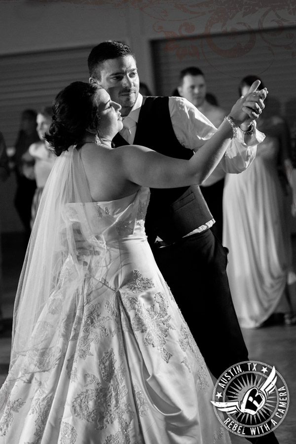 country-wedding-pictures-in-bastrop-texas (29)