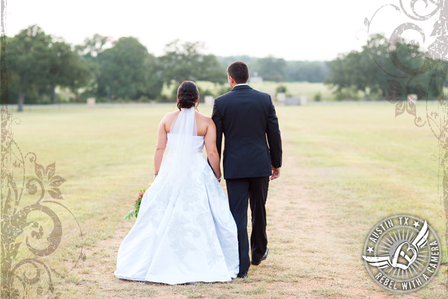 country-wedding-pictures-in-bastrop-texas (3)