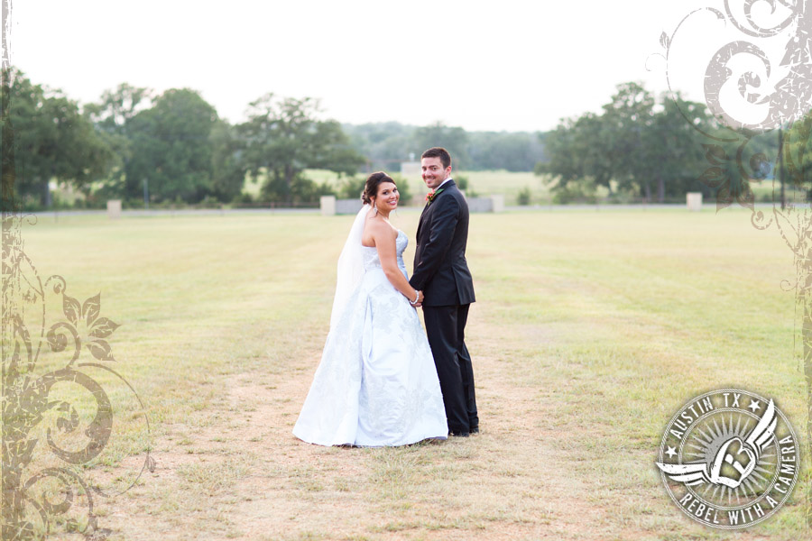 country-wedding-pictures-in-bastrop-texas (4)