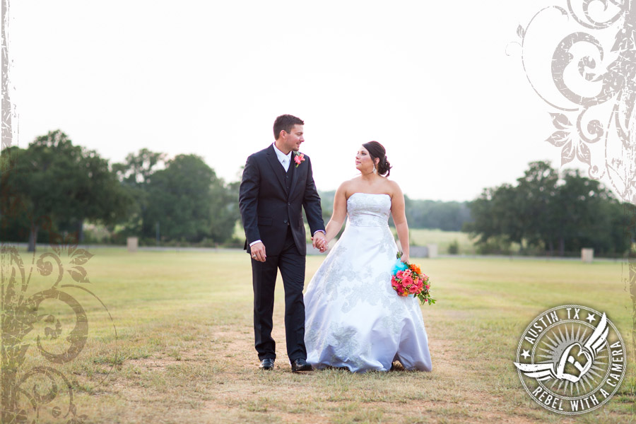 country-wedding-pictures-in-bastrop-texas (5)