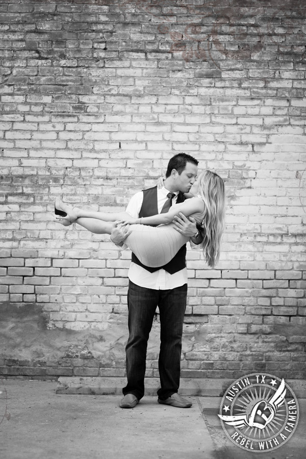 Downtown Austin engagement portraits romantic kiss